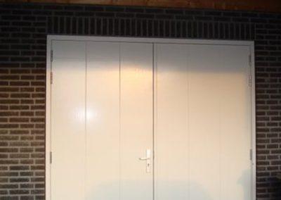 garagedeur met v groeven