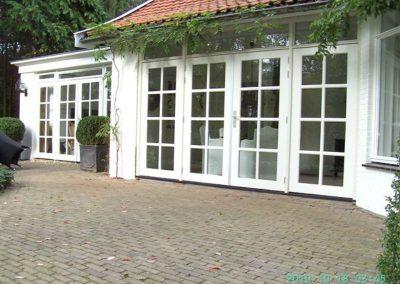aanbouw en vervangen bestaande terrasdeuren met traditionele roedekruizen